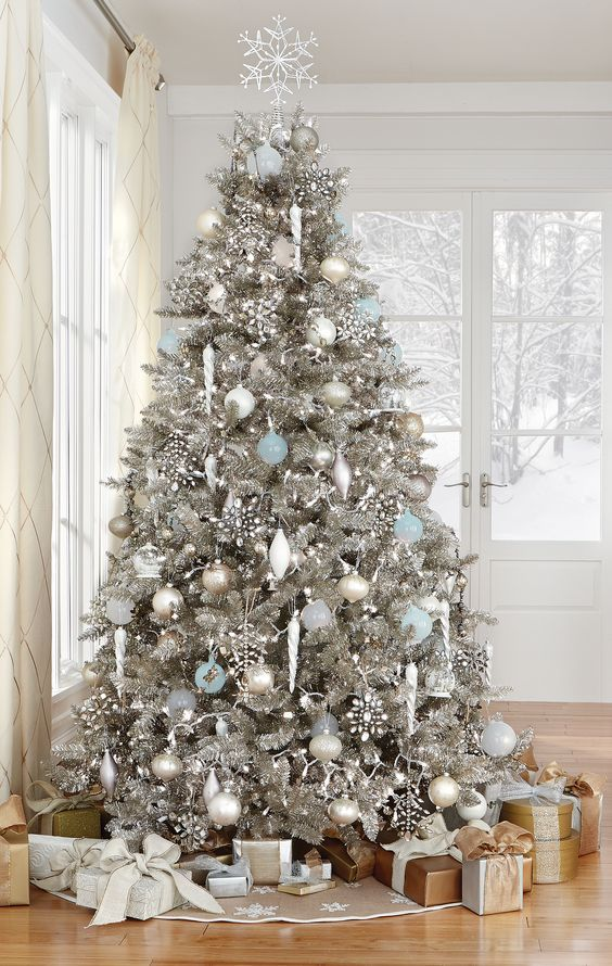 CHARMING CHRISTMAS TREE DECORATING18