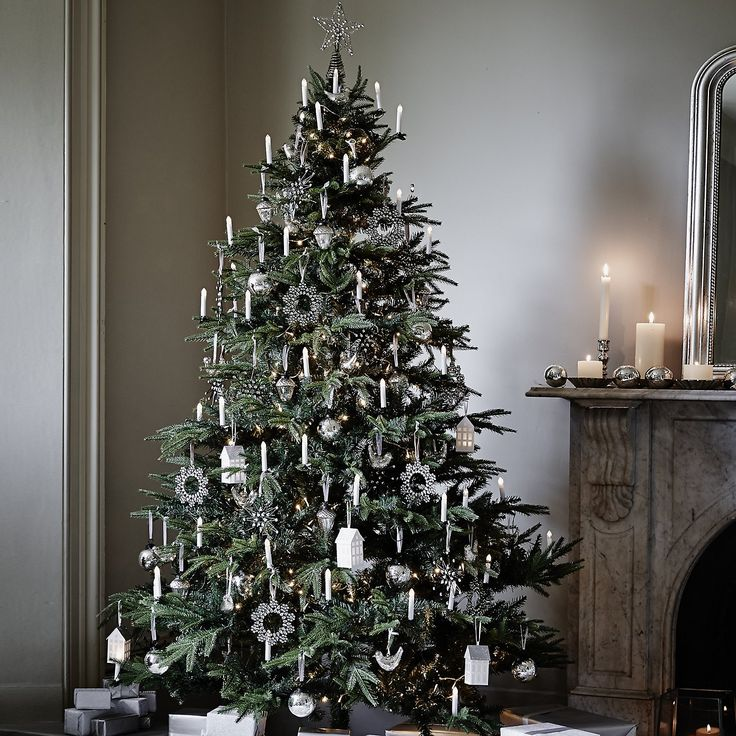 CHARMING CHRISTMAS TREE DECORATING25