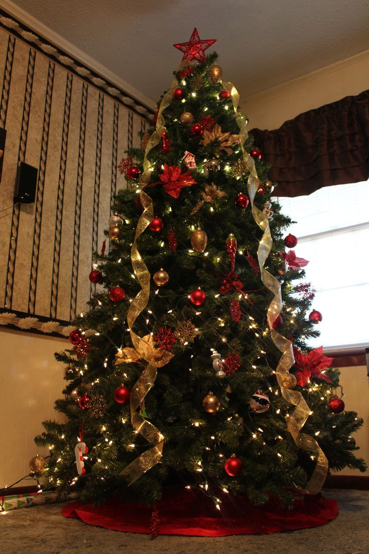 CHARMING CHRISTMAS TREE DECORATING9