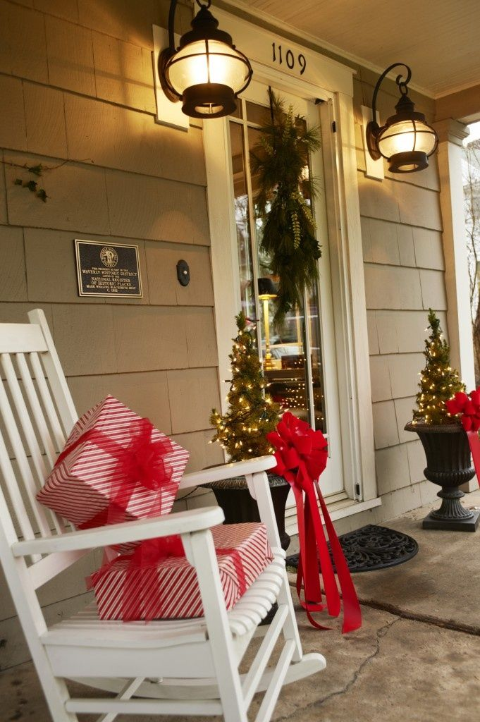 christmas front porch decorating8