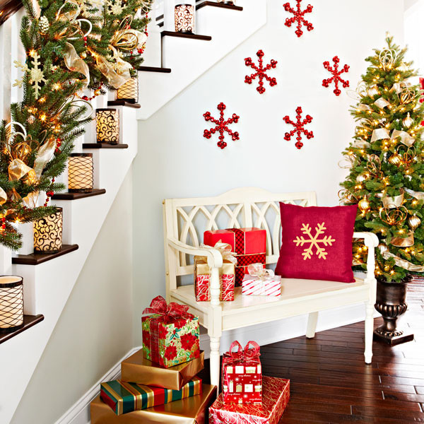 Christmas Staircase Decorations1