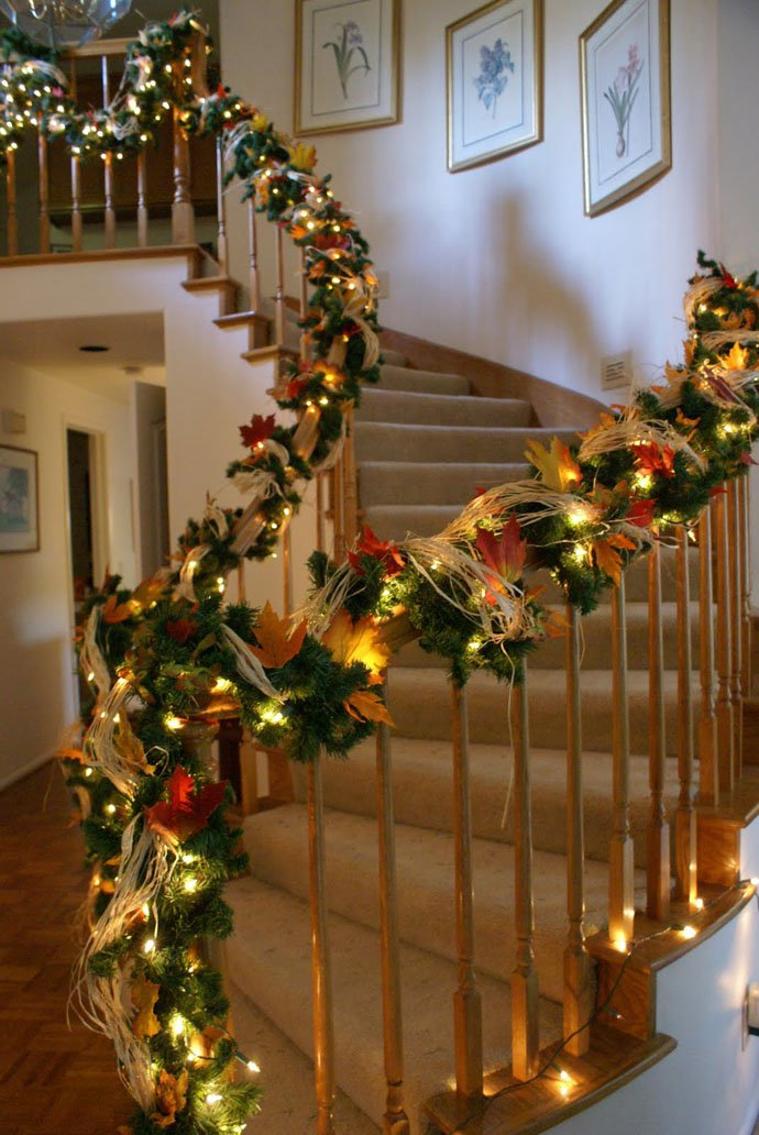 Christmas Staircase Decorations10