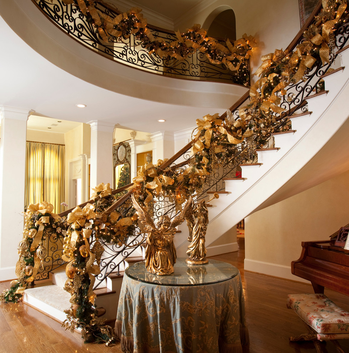 Christmas Staircase Decorations12
