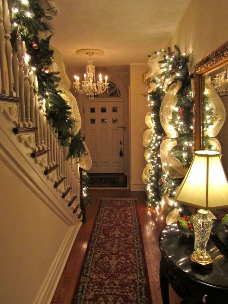 50 stunning christmas staircase decorating ideas style estate - Christmas Hall Decorations