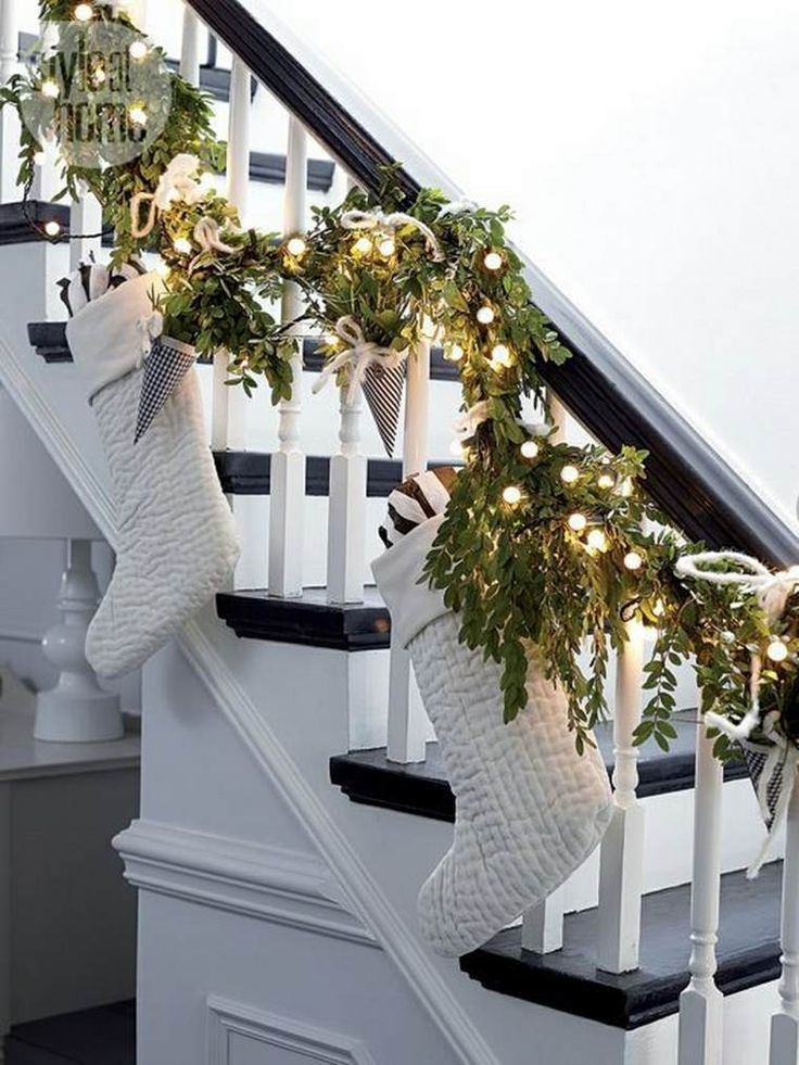 Christmas Staircase Decorations17