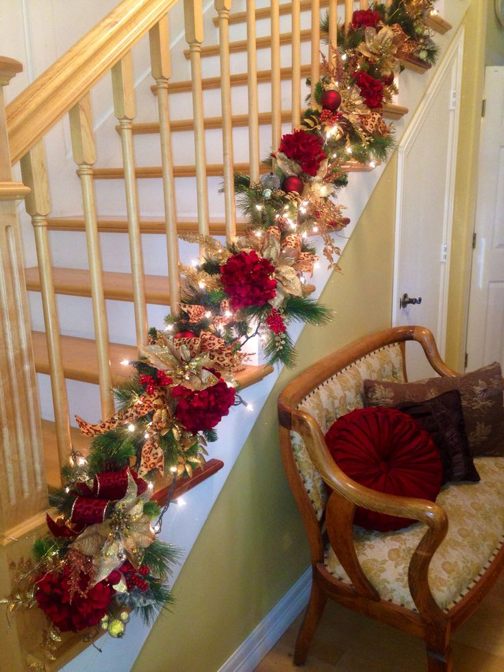 Christmas Staircase Decorations2