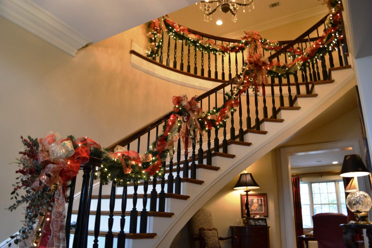 christmas staircase decorations26 - How To Decorate A Staircase For Christmas With Deco Mesh