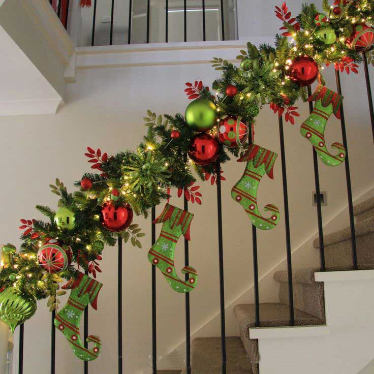 Christmas Staircase Decorations4