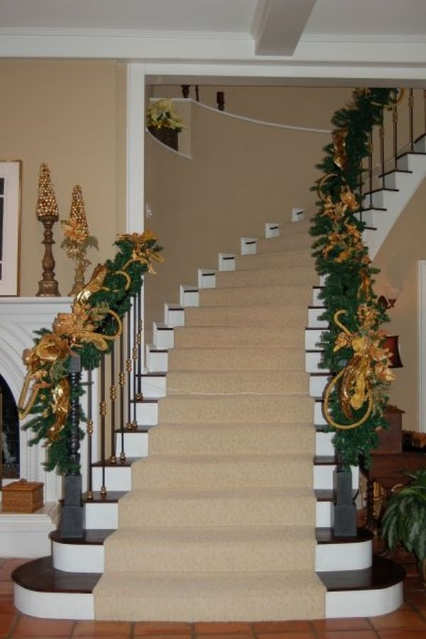 Christmas Staircase Decorations5