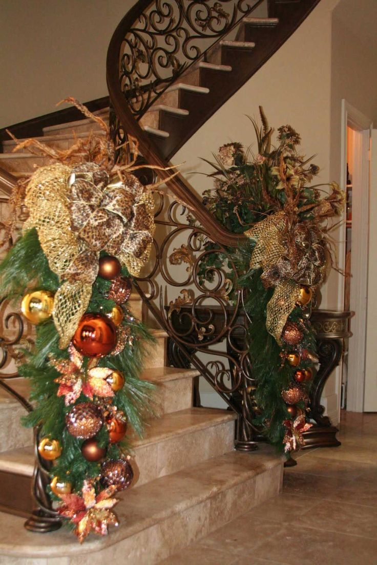 Christmas Staircase Decorations6