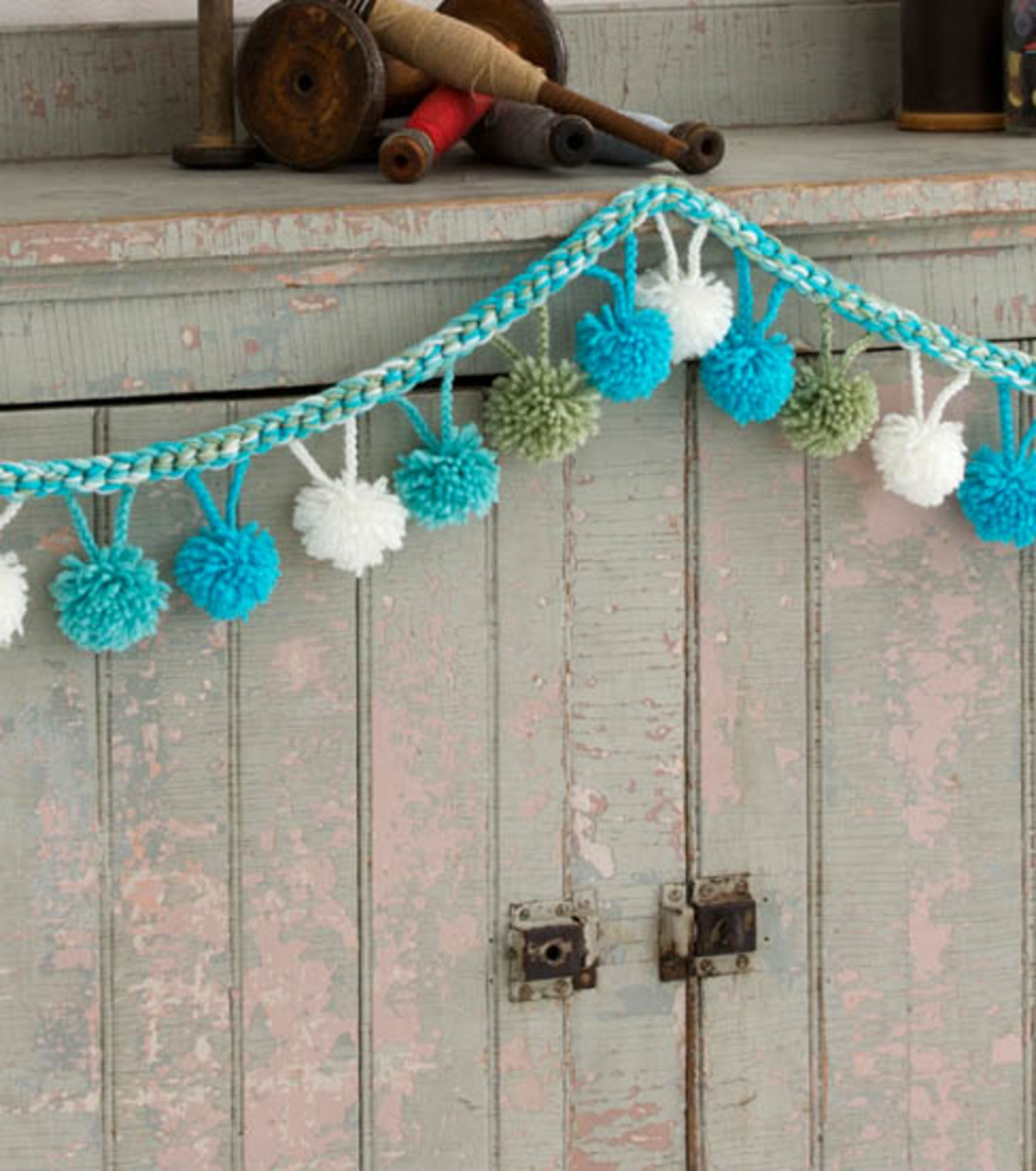 Pom Pom Garlands for Christmas11