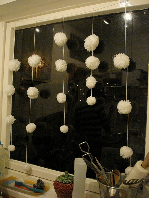 Pom Pom Garlands for Christmas22