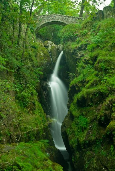 Best usa waterfalls to visit this holiday 11