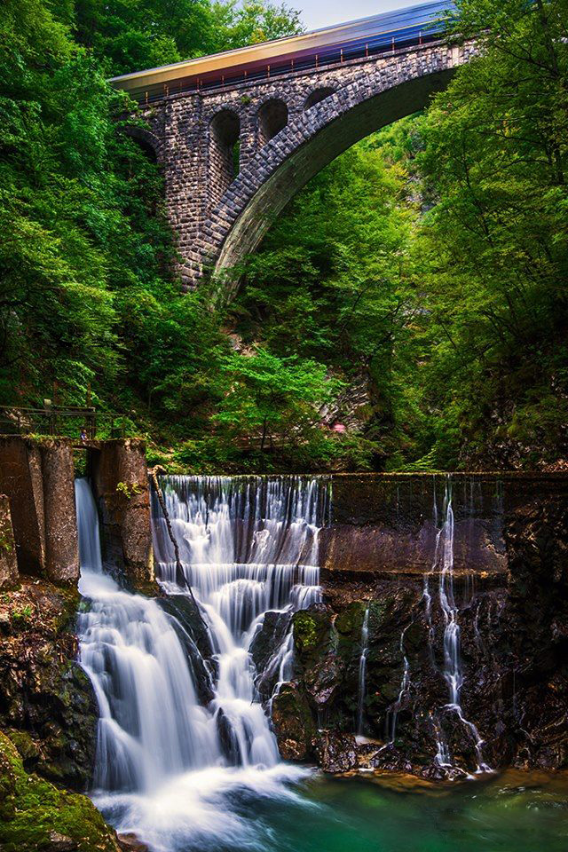 Best usa waterfalls to visit this holiday 28
