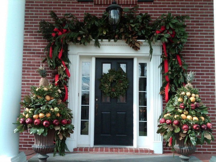 CHRISTMAS FRONT PORCH DECORATIONS1