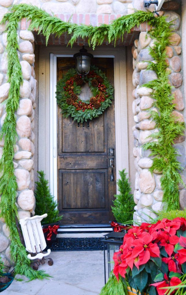 CHRISTMAS FRONT PORCH DECORATIONS9