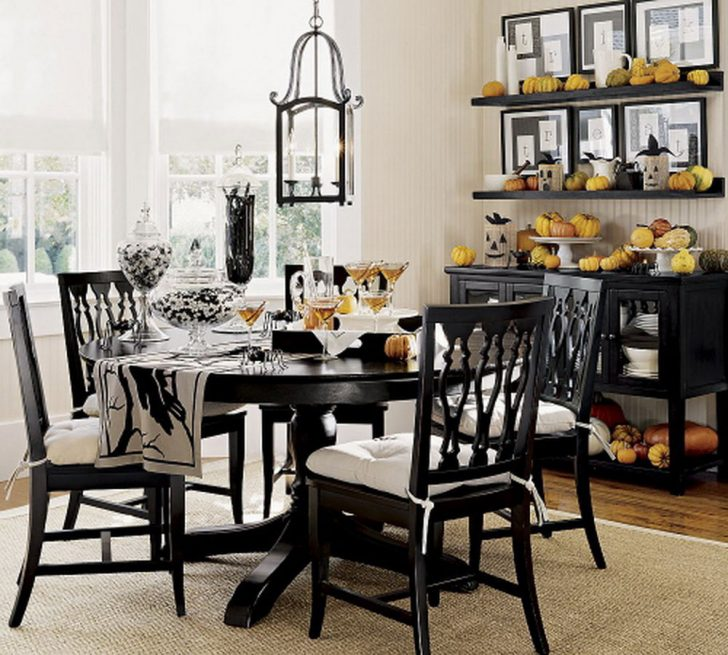 Dining Table For Christmas3