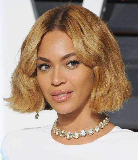 Stunning short hairstyles for gorgeous women 16