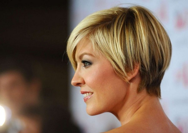 Stunning short hairstyles for gorgeous women 19