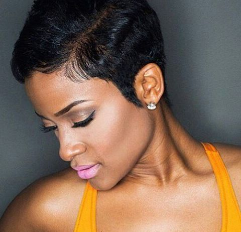 Stunning short hairstyles for gorgeous women 24
