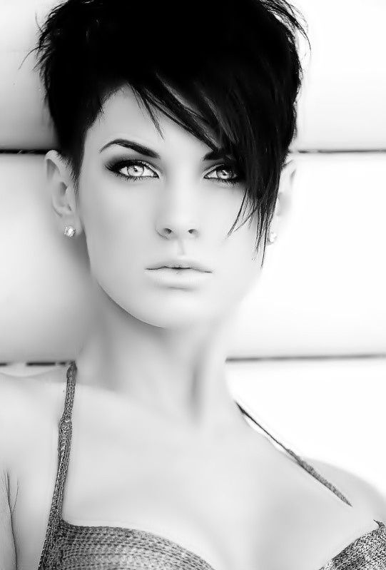 Stunning short hairstyles for gorgeous women 28