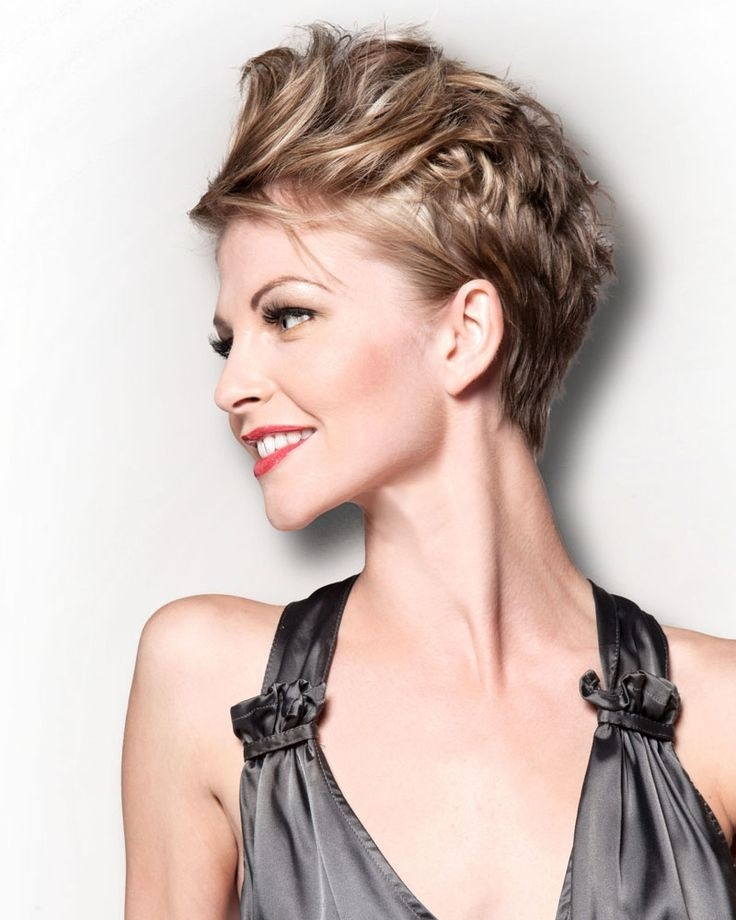 Gorgeous hairstyles for short hair 23