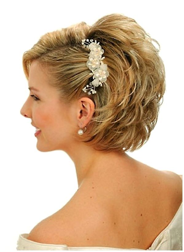 Gorgeous hairstyles for short hair 41