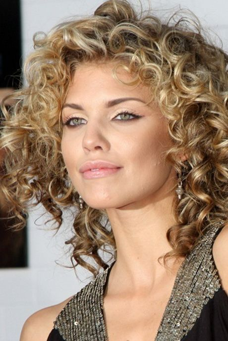 Amazing curly hairstyles for women 14