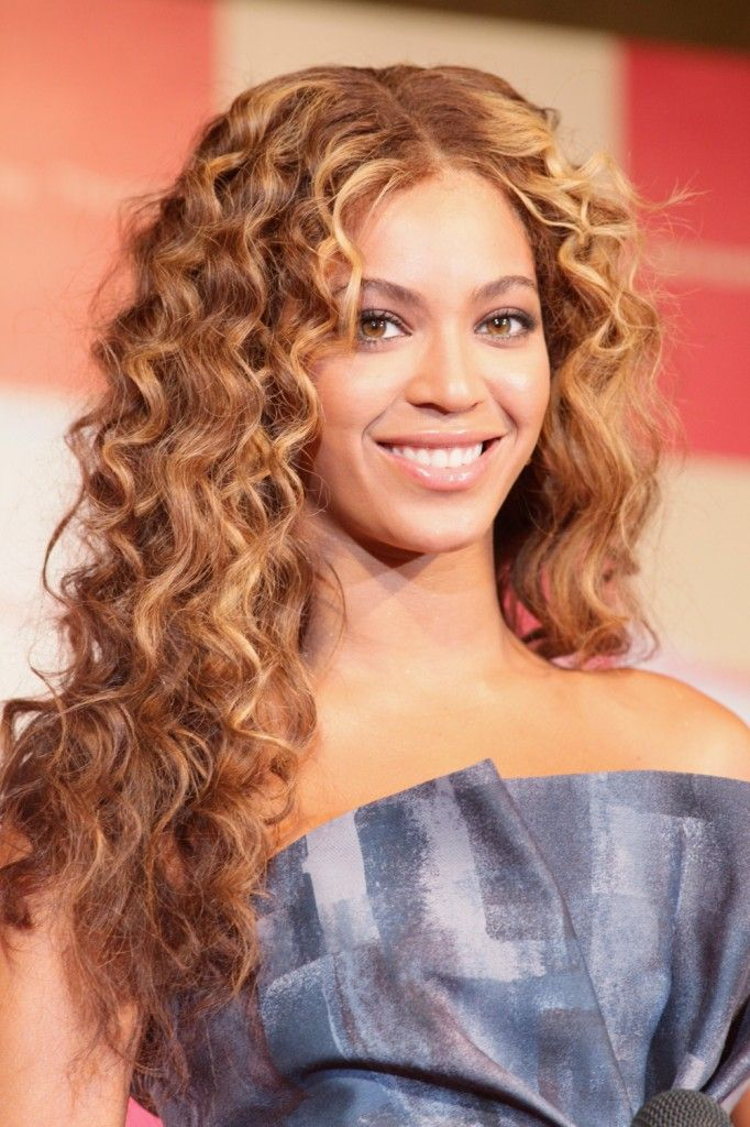Amazing curly hairstyles for women 15