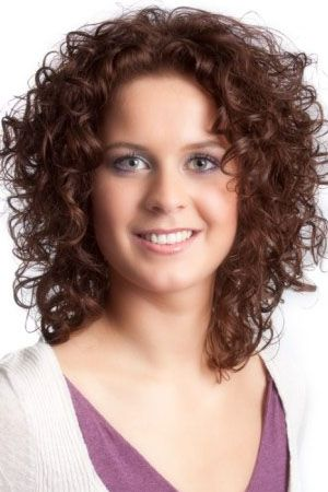 Amazing curly hairstyles for women 16