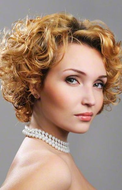 Amazing curly hairstyles for women 24