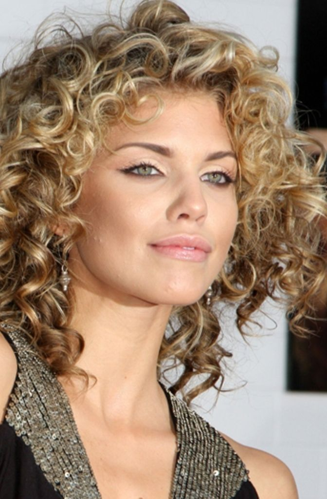 Amazing curly hairstyles for women 27