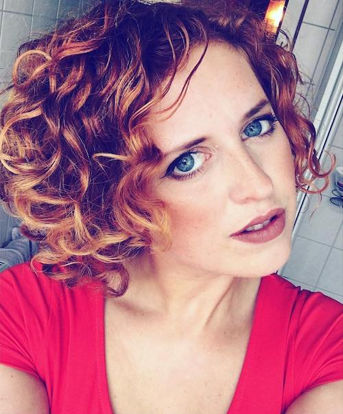 Amazing curly hairstyles for women 32