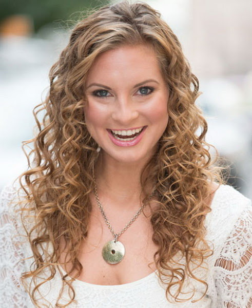 Amazing curly hairstyles for women 34