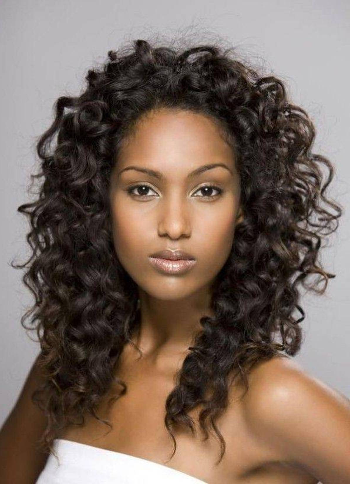 Amazing curly hairstyles for women 8