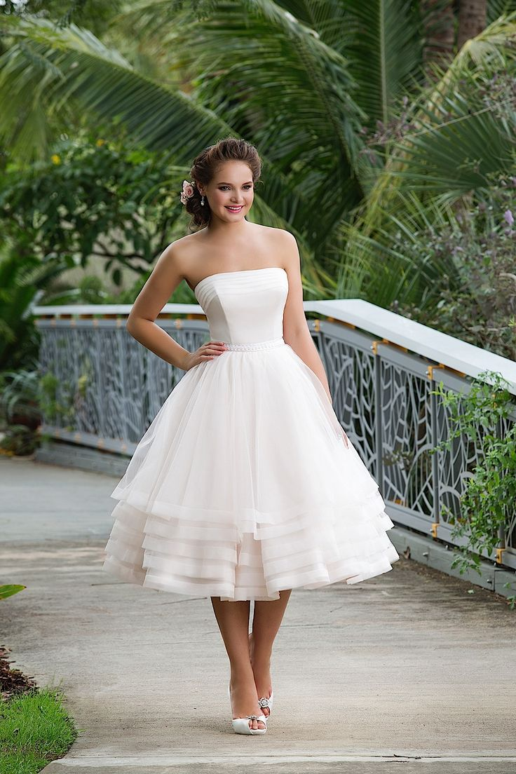 Beautiful bridal gowns for 2018 9