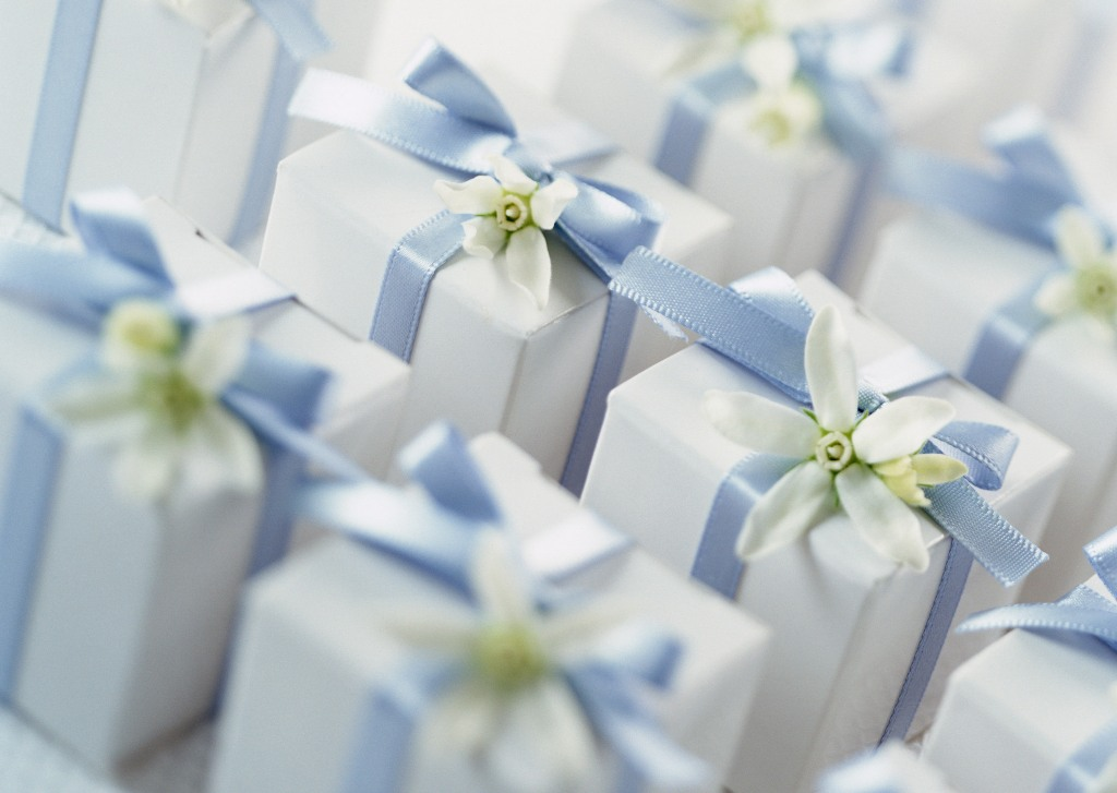 Best wedding gift ideas for someone special 23