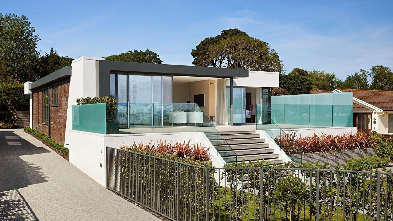 Awesome Modern House Designs 20