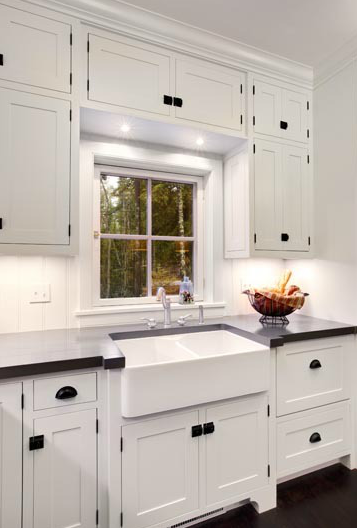 Black White Kitchen Cabinets with Knobs