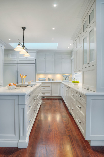 Elegant White Traditional Kitchens