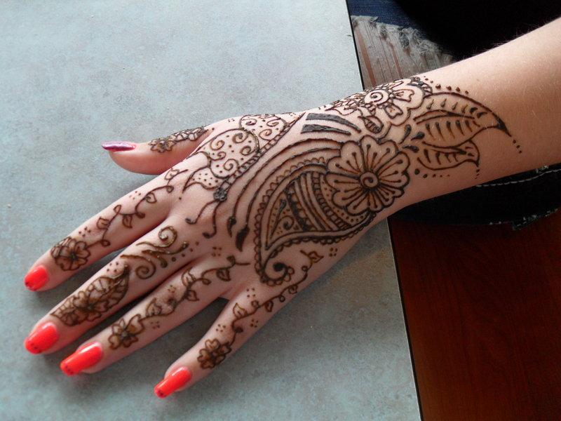 Henna tattoo ideas with images 28