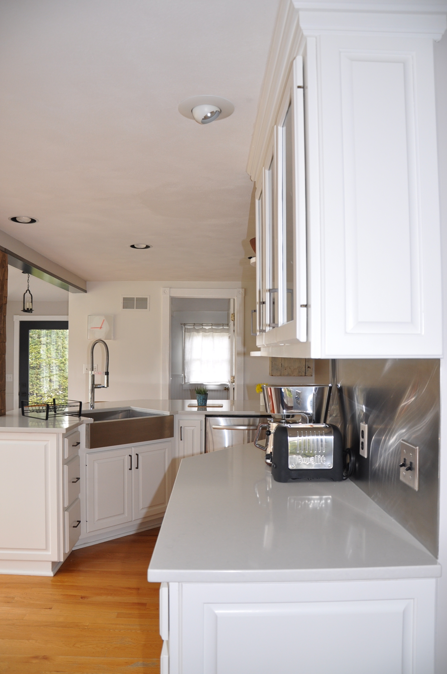Off White Kitchen Cabinets with Quartz Countertops