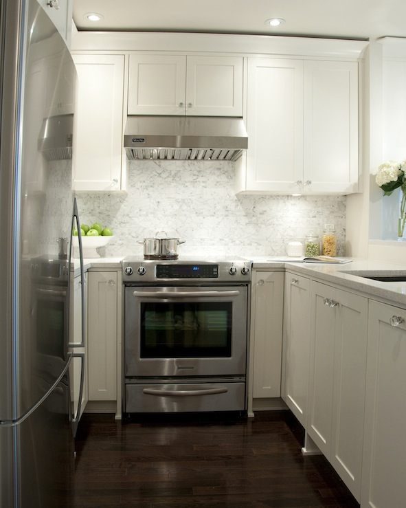 White Shaker Kitchen Cabinets with Granite