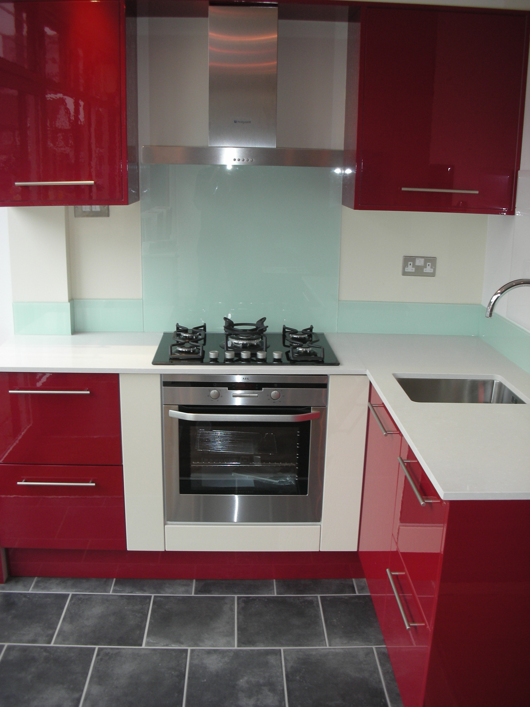 Glossy Red Kitchen Design