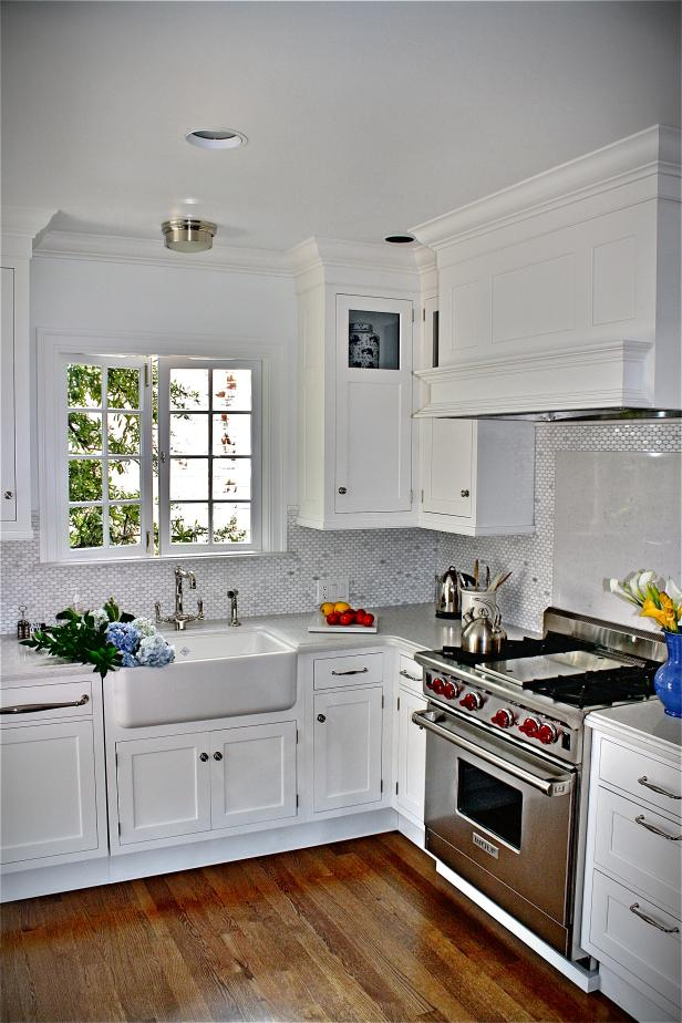 HGTV Cottage Farmhouse Kitchen Sink