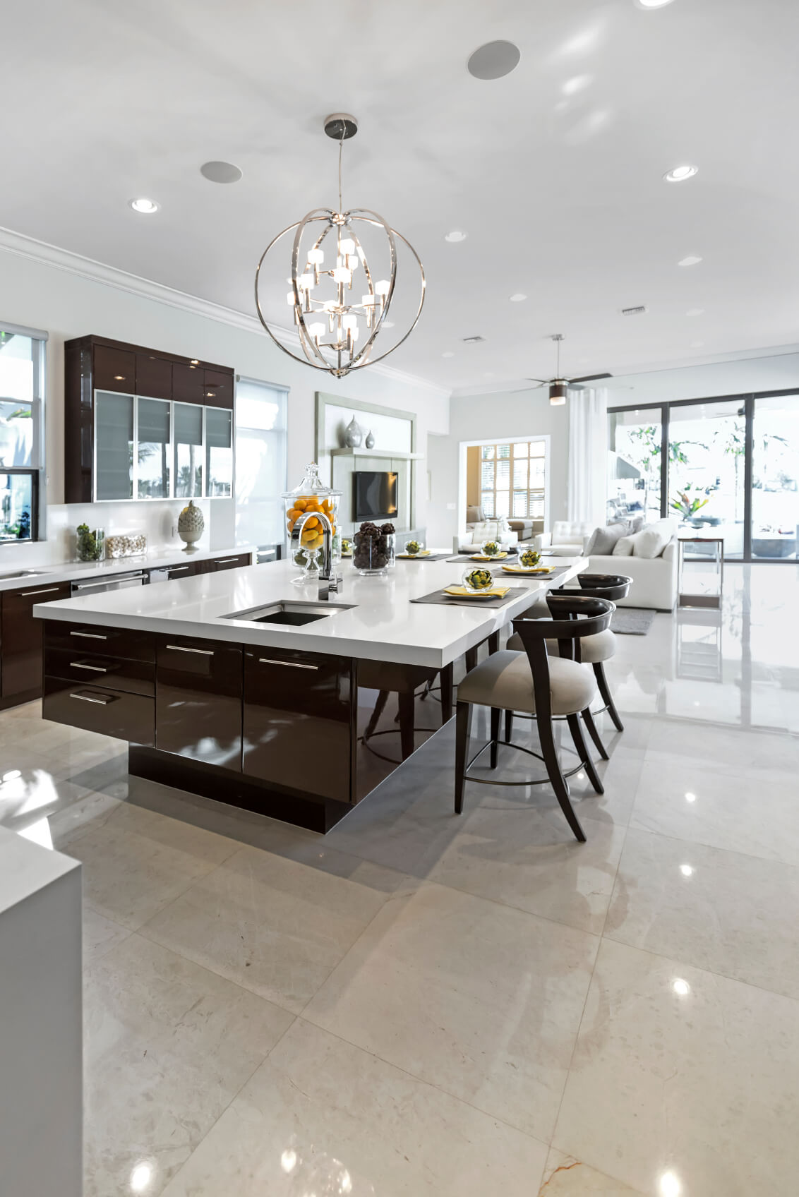 Large Modern Kitchen with Island