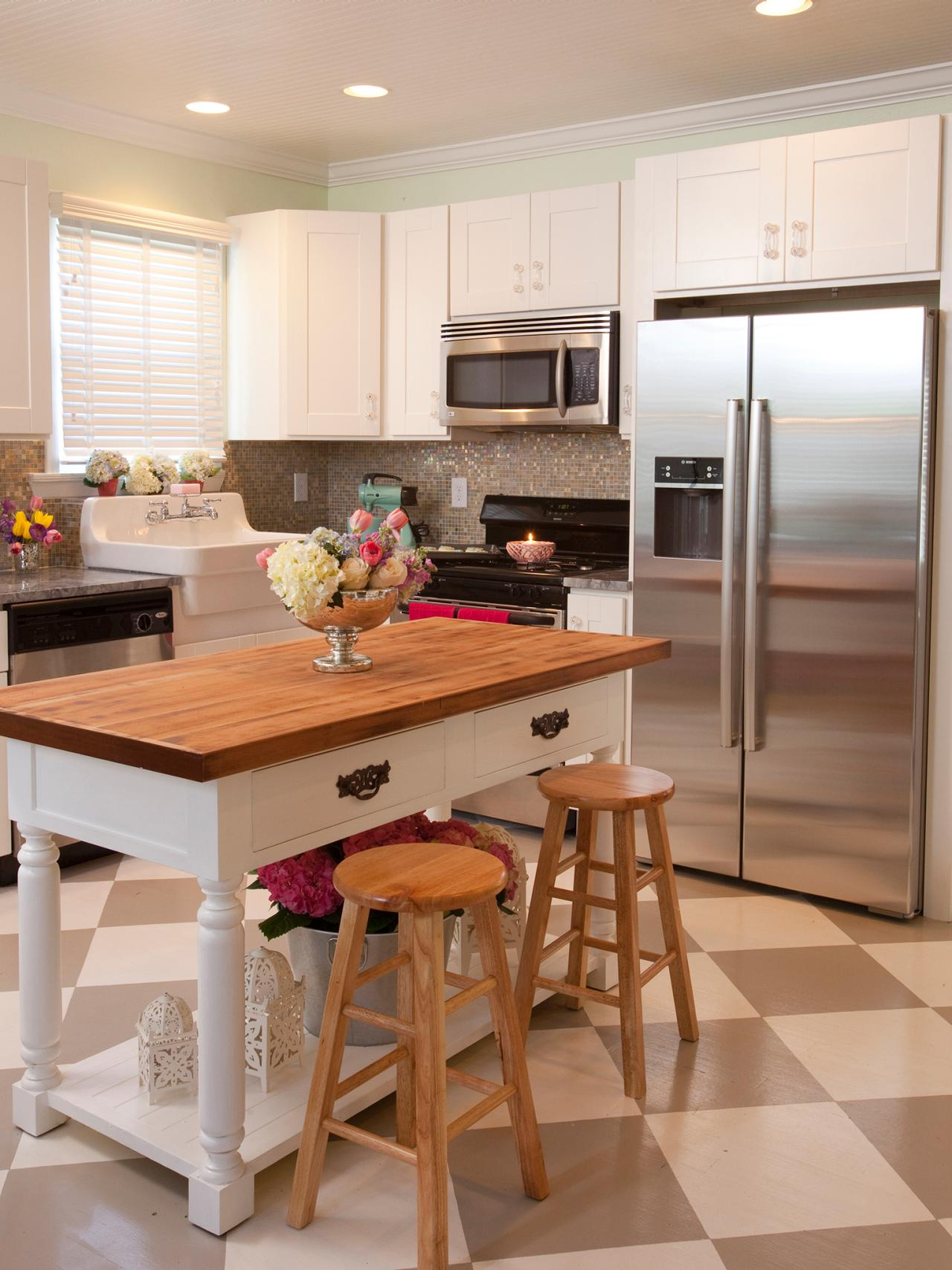 Small Kitchen with Island Design Ideas