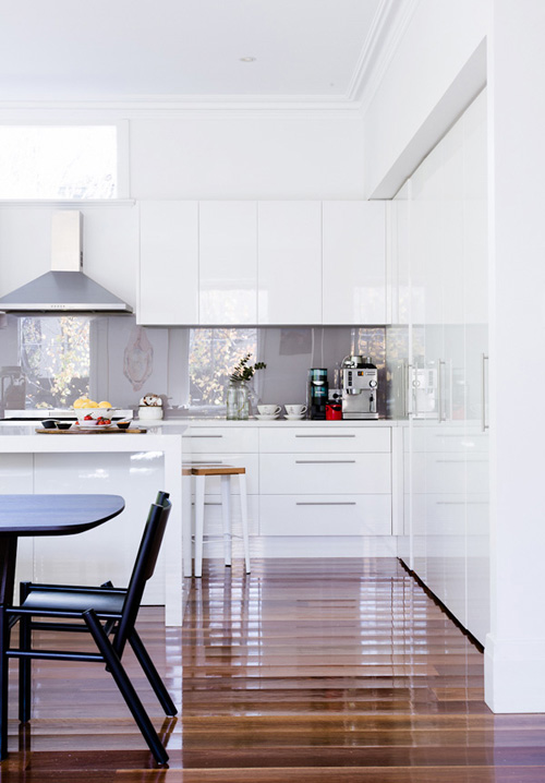 Splash White Kitchen with Glassy