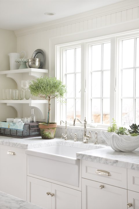 White Apron Kitchen Sinks with Cabinets
