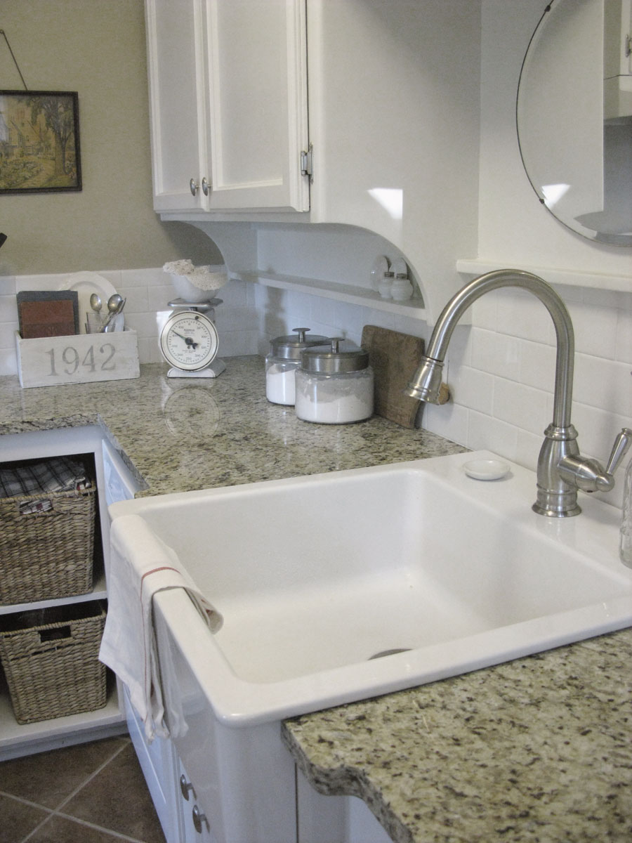 White Farmhouse Apron Kitchen Sink